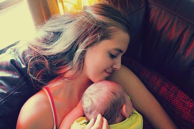 abrazo-de-madre-y-bebé