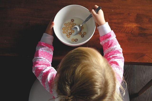 bebé-comiendo-cereal