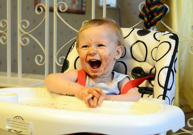 bebé-manchado-de-comida