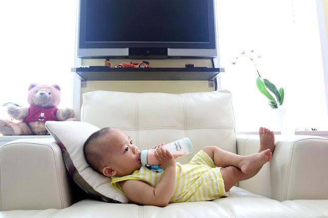 bebé-tomando-biberón