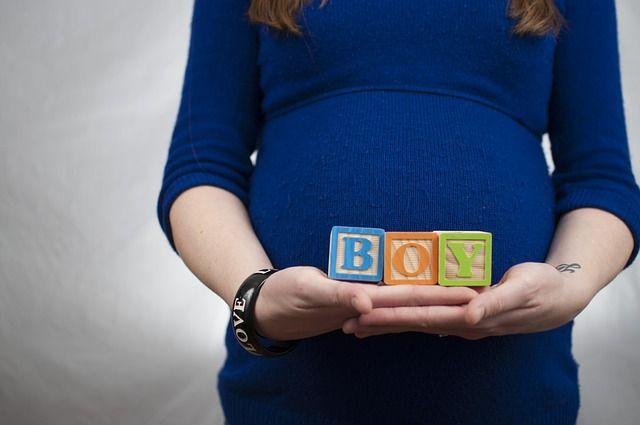 embarazada-con-bloques-de-juguete