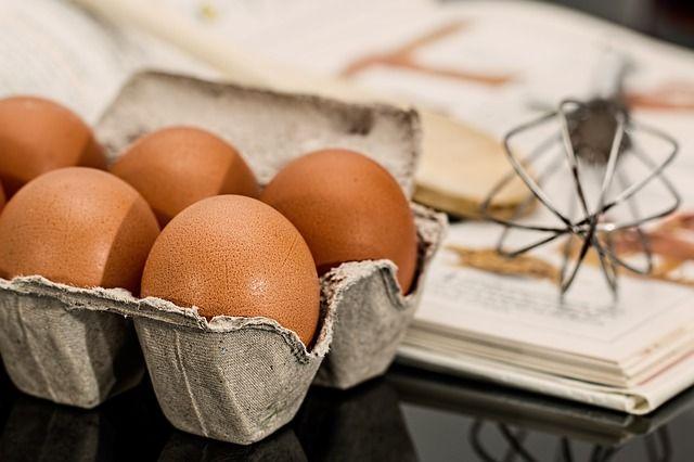 huevos-y-batidor-de-globo
