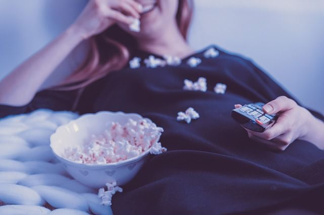 mujer-viendo-televisión