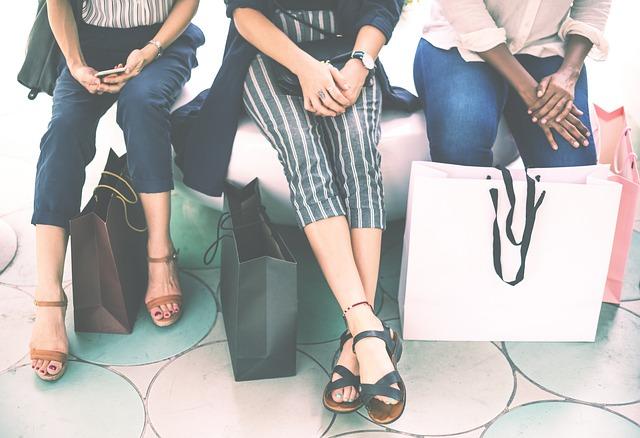 mujeres-haciendo-compras