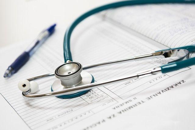 estetoscópio-en-consulta-médica