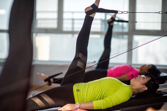 mujeres-practicando-pilates