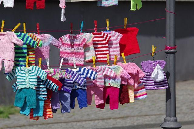 ropa-de-bebé-guindada