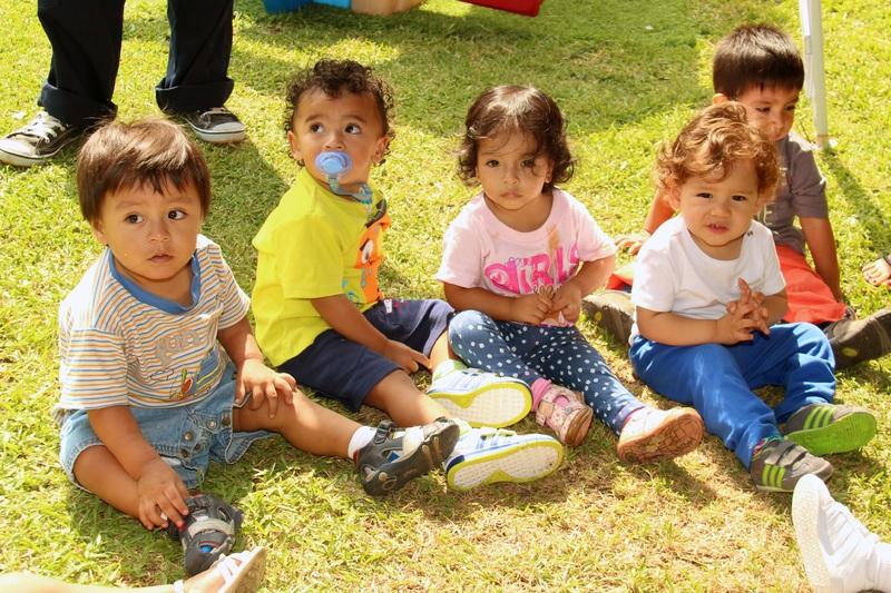 Niños-jugando-en-parque